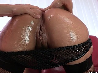 Liza Del Sierra teases her agreeable french buns which just goes to show the French have the most excellent anal treats on the globe. Erik stops in with some oil and gets her butt all wet previous to plunging his hard dick..