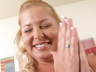 Barefaced mamma gives her horny twat for some hardcore