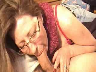 Mommy engulfing cock for a bit of cash